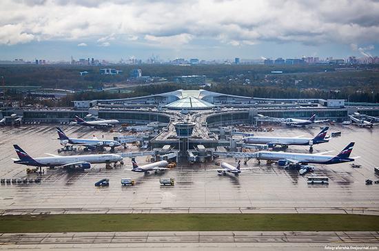 Курение Айкоса в аэропорту Шереметьево