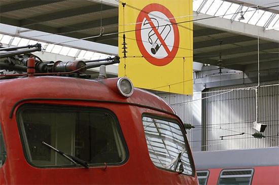 Допускается ли курить айкос в поезде: что говорит об этом законодательство